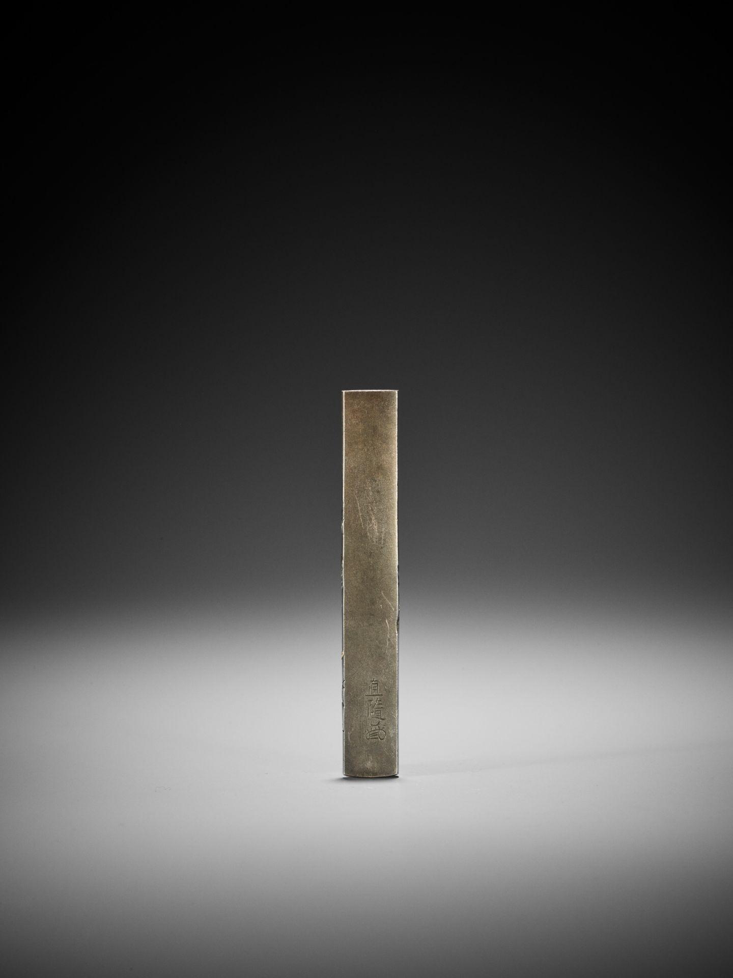 HAMANO NAOYUKI: A GOLD-INLAID SHIBUICHI KOZUKA WITH TWO SUMO WRESTLERS - Image 3 of 4