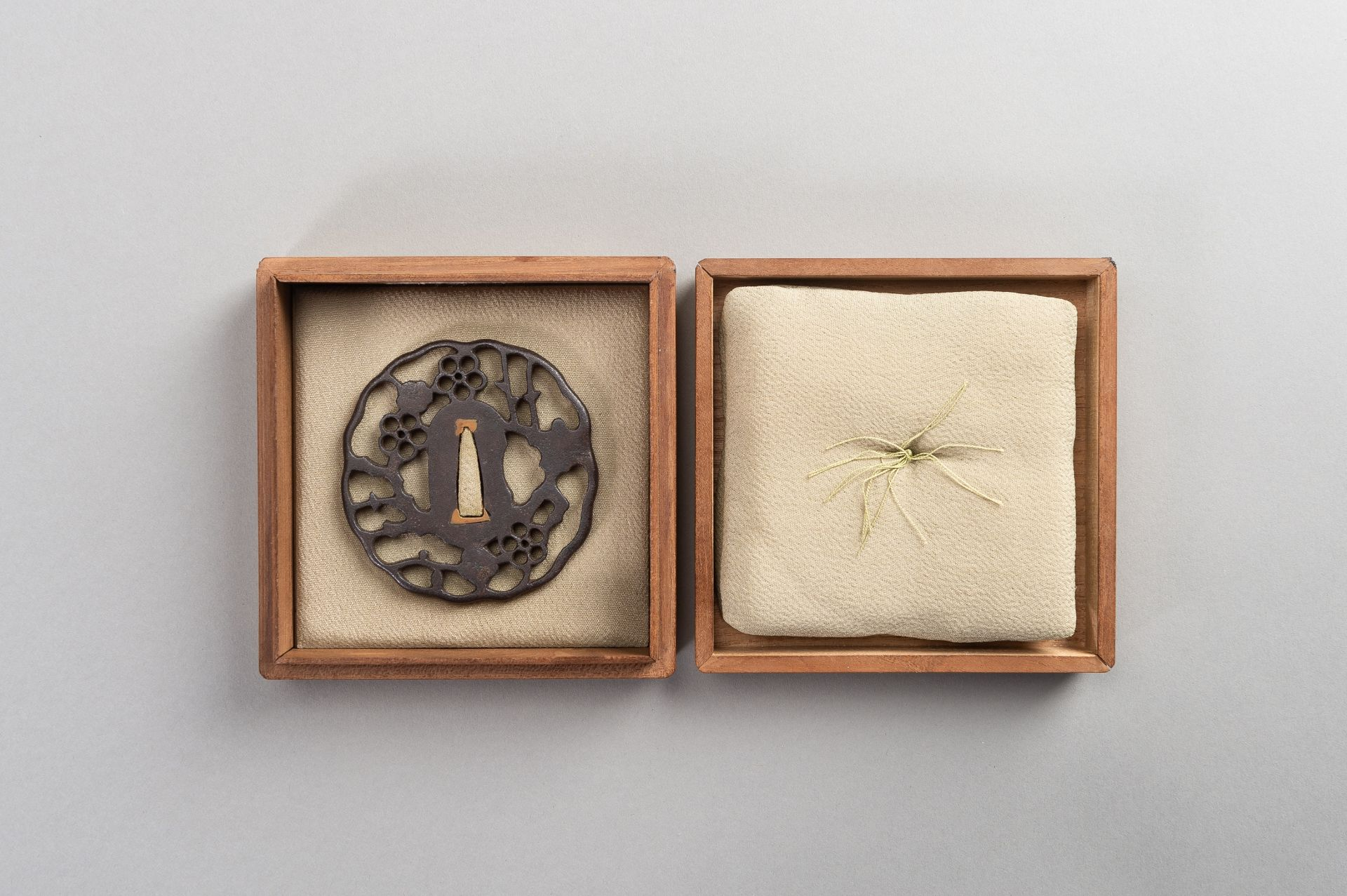 AN IRON SUKASHI-TSUBA WITH FLOWERS AND CLOUDS - Image 6 of 7