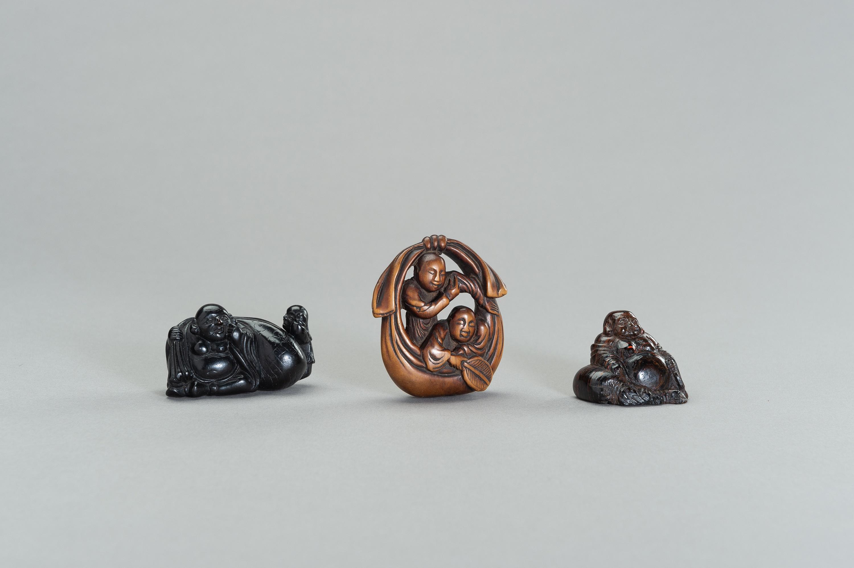 A GROUP OF THREE NETSUKE OF HOTEI AND KARAKO - Image 2 of 3