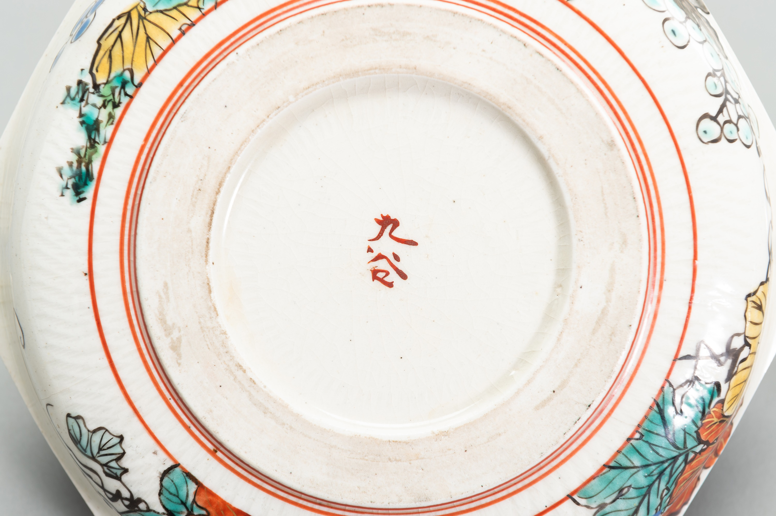 A POLYCHROME ENAMELED PORCLEAIN DISH - Image 4 of 5
