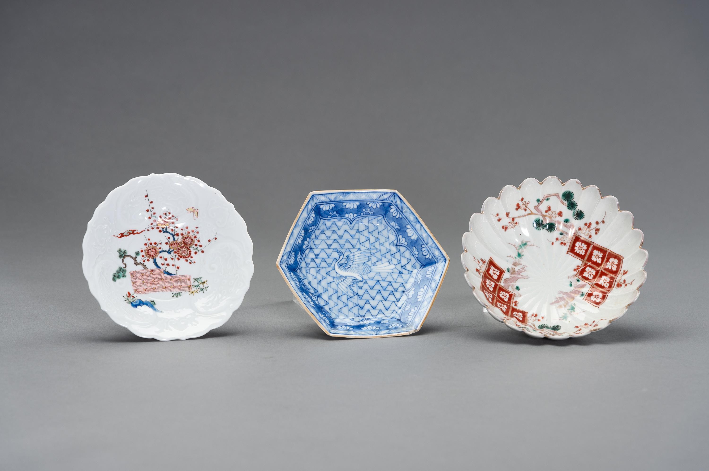 A VARIED SET OF JAPANESE ARITA PLATES - Image 3 of 6