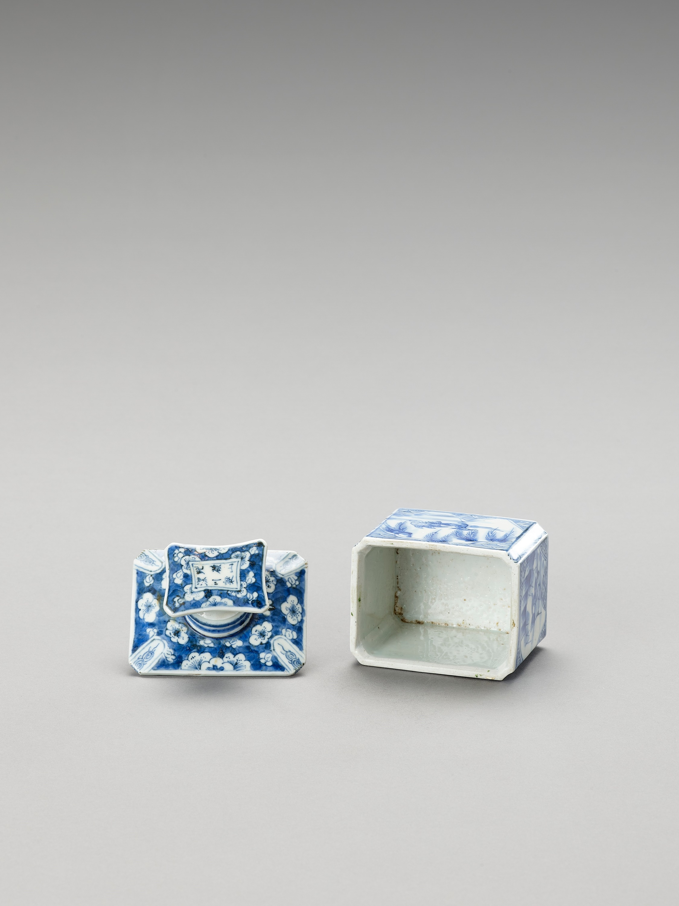 A BLUE AND WHITE FUKAGAWA PORCELAIN TEA CADDY AND COVER - Image 5 of 7