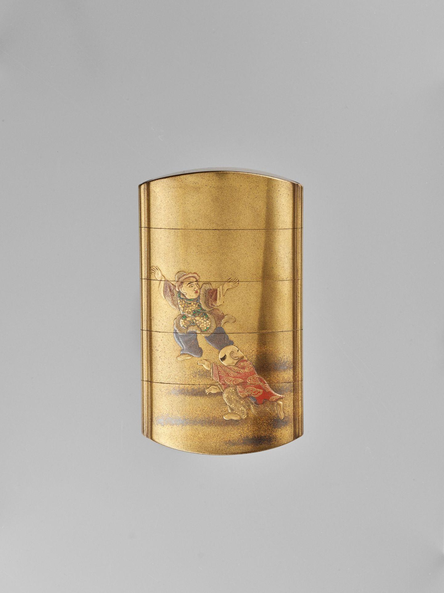 JOKASAI: A FINE GOLD LACQUER FOUR-CASE INRO DEPICTING SHIBA ONKO - Image 4 of 5
