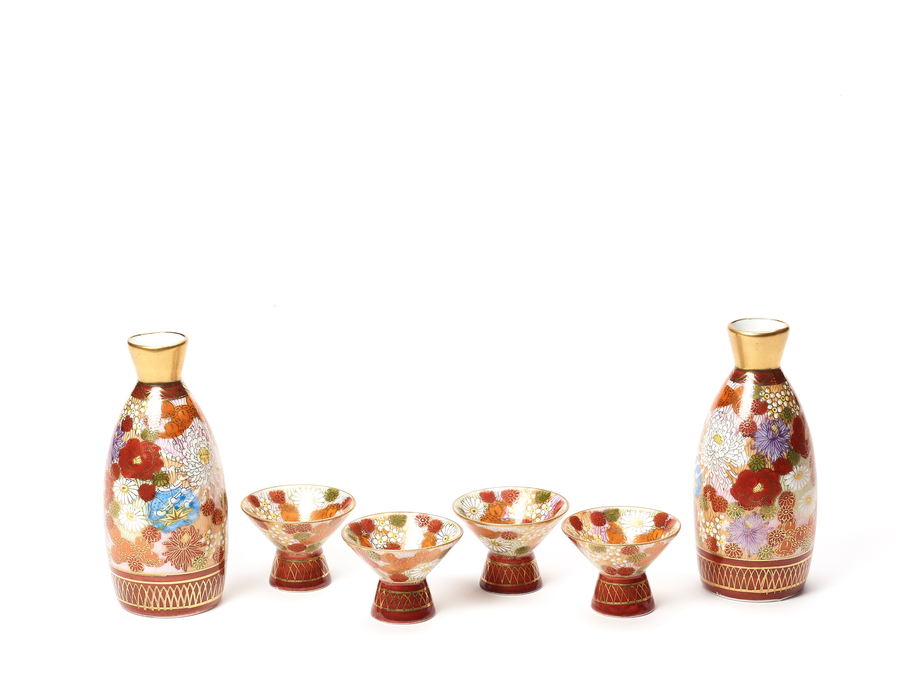 TWO SMALL VASES, SIGNED SHUSAN, AND FOUR SAKE CUPS WITH FLORAL DECORATIONS