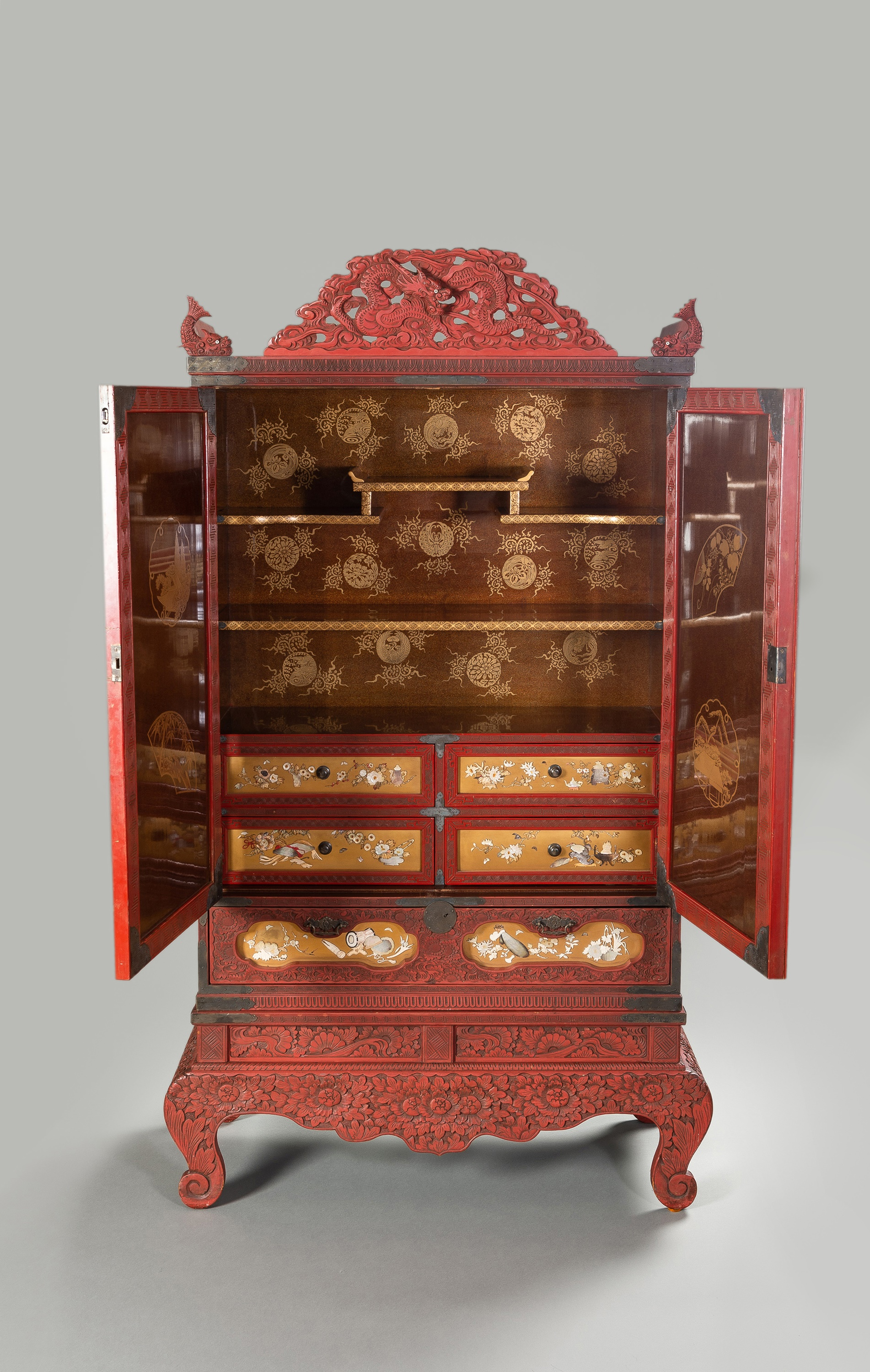 A LARGE AND IMPRESSIVE LACQUER AND SHIBAYAMA CABINET - Image 2 of 2