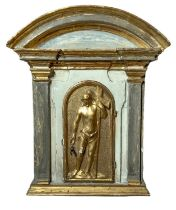Aedicula in lacquered and golden wood with arched tympanum.