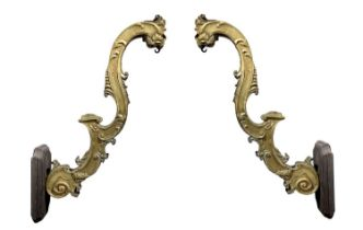 Pair of gold-coated candleholder arms gold.
