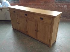 Winchester Oak Extra Large 4 Door Sideboard (I32 -CO-4DS)