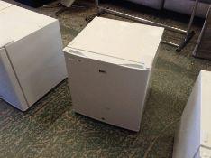 | 1x | SIXTY IceQ 43ltr Table Top Lockable Fridge in White RRP £99.99 | SKU ICEQ48W | REFURB |