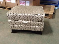 GOLD PATTERNED STORAGE FOOTSTOOL (HH29-697401-38)