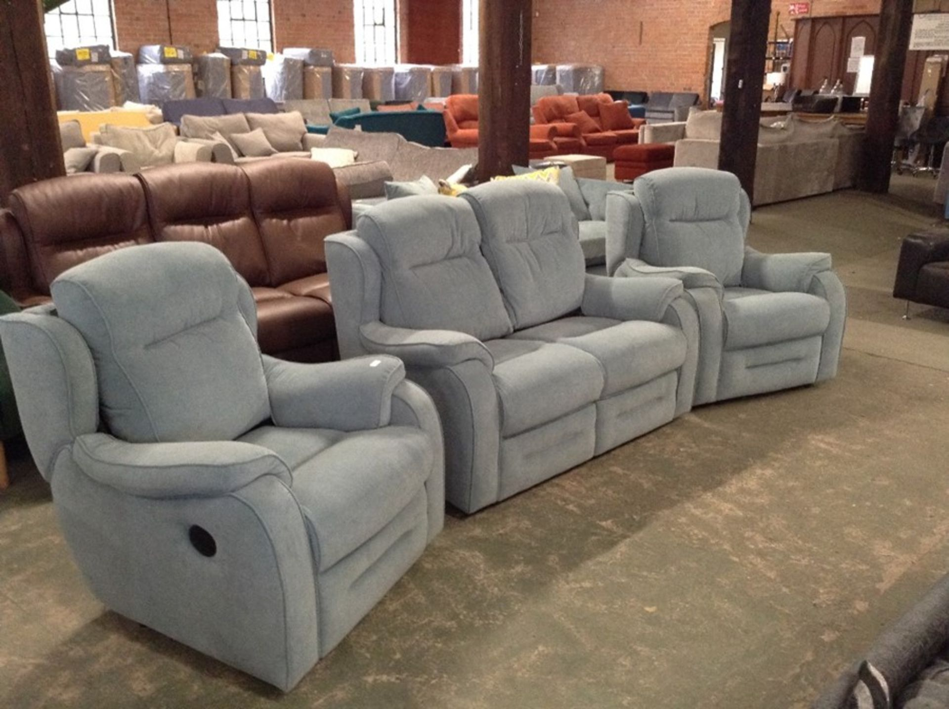 TURQUOISE VELVET HIGH BACK 2 SEATER SOFA AND 2 X E - Image 2 of 2