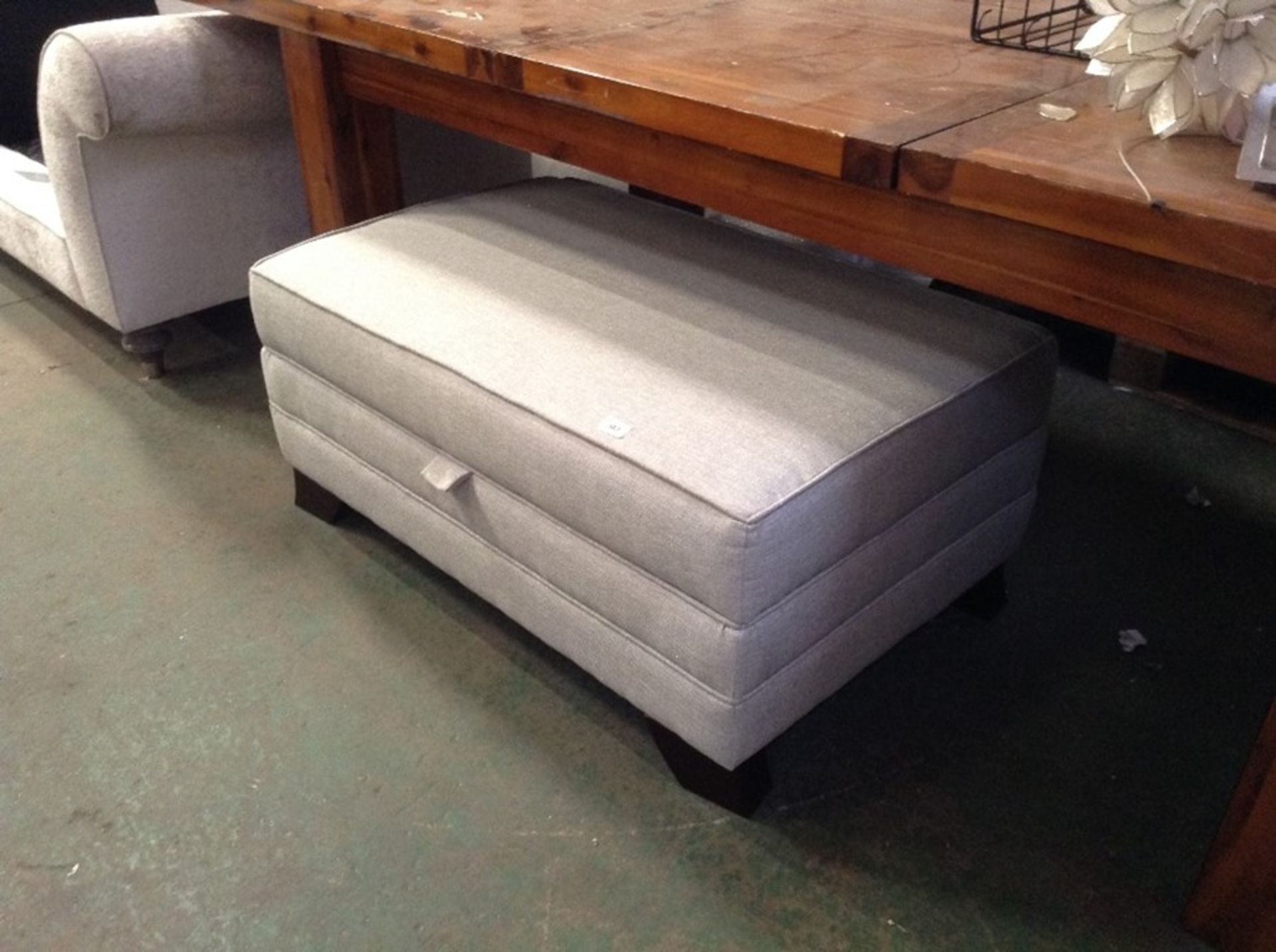 SILVER AND GREY STORAGE FOOTSTOOL (HH29_714887-3) - Image 3 of 3