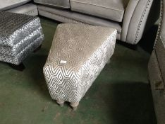 SILVER PATTERNED FOOTSTOOL (HH40-673122-56