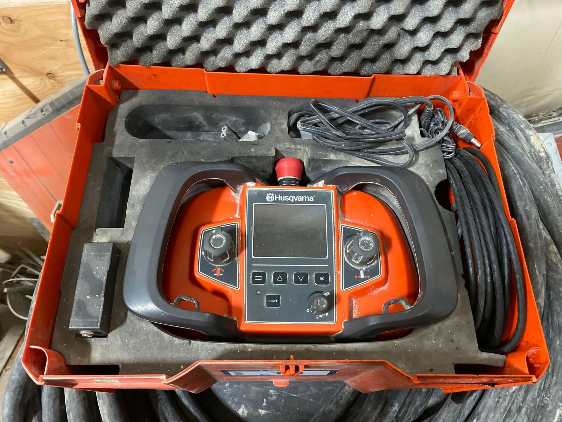 Husqvarna WS 440 HF Electric Wall Saw, Husqvarna PP 440 HF Power Pack, Track System, Blade Guards, e - Image 8 of 17
