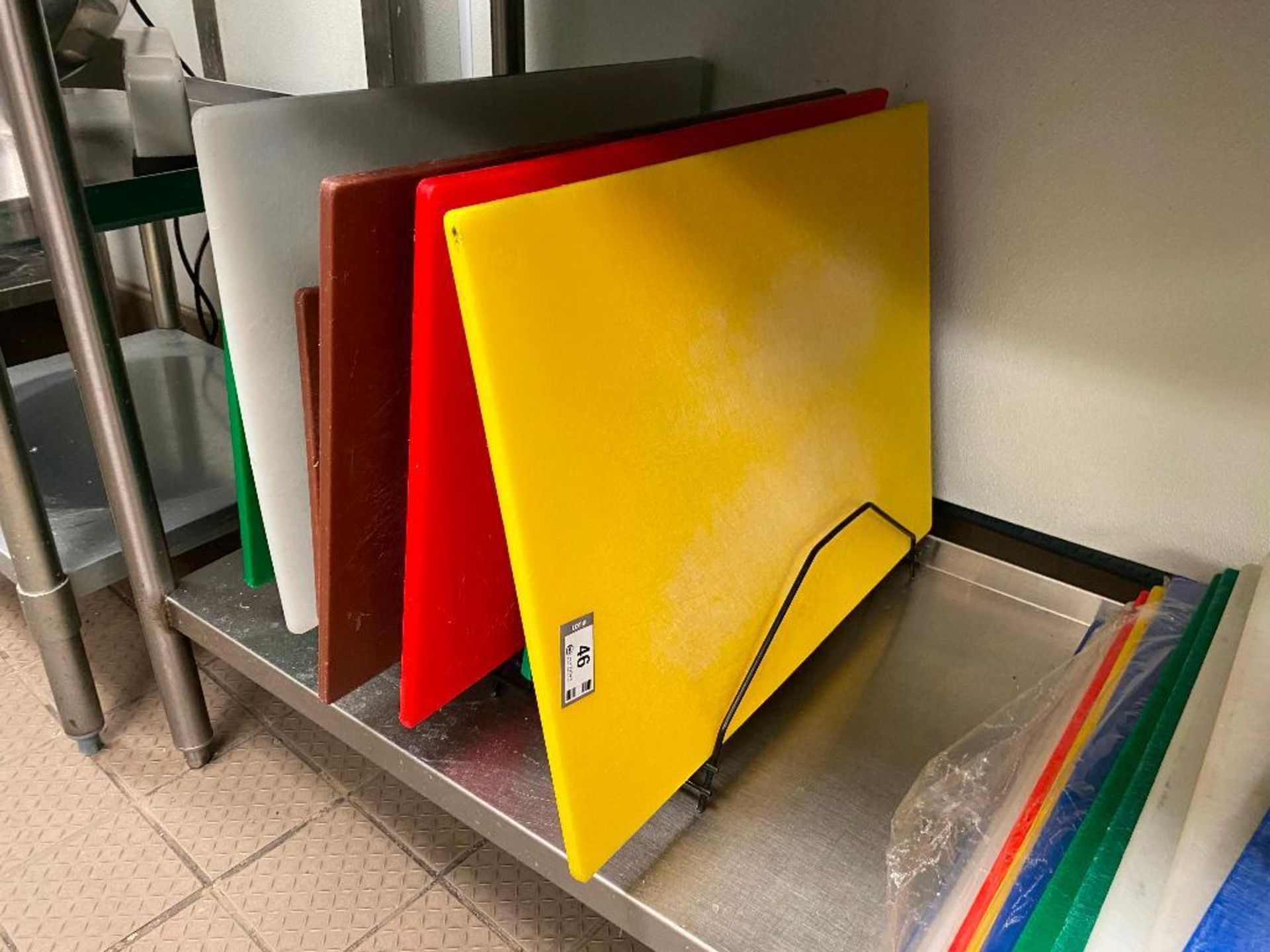 LOT OF APPROX. (10) ASSORTED SIZE & CUTTING BOARDS WITH 2 CUTTING BOARD WIRE HOLDERS - Image 2 of 3
