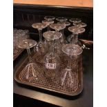TRAY OF ASSORTED GLASSES INCLUDING: WINE & MARTINI GLASSES