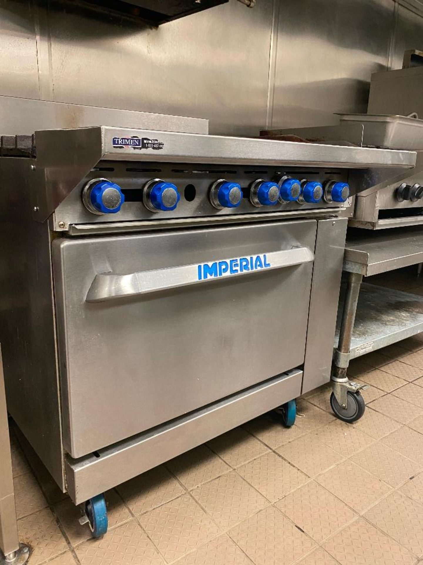IMPERIAL 6 BURNER RANGE - NOTE: REQUIRES DISCONNECT, PLEASE INSPECT - Image 4 of 5
