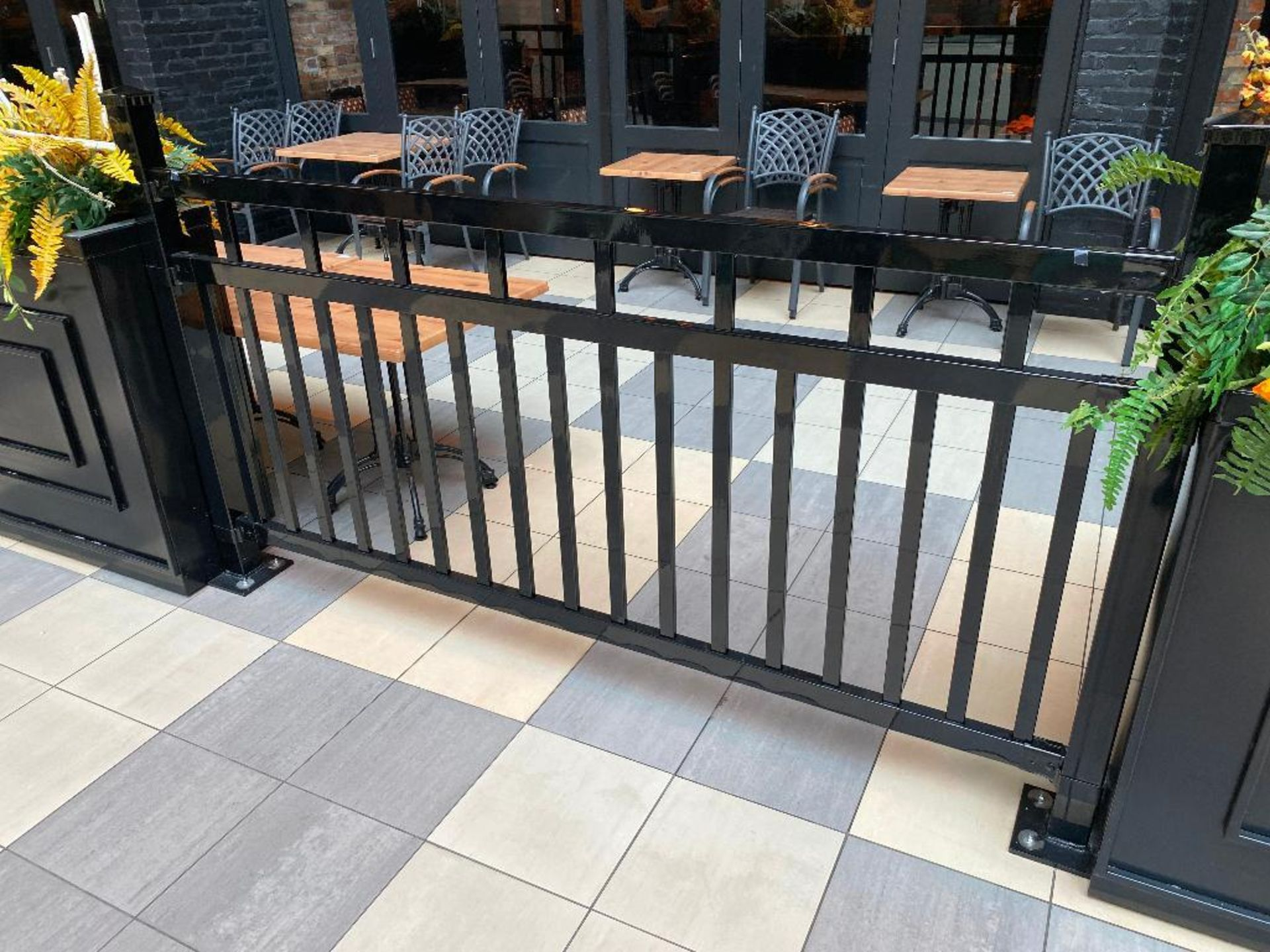 APPROX. 60' OF BLACK METAL RAILING & PLANTER - NOTE: REQUIRES REMOVAL FROM FLOOR, PLEASE INSPECT - Image 2 of 4