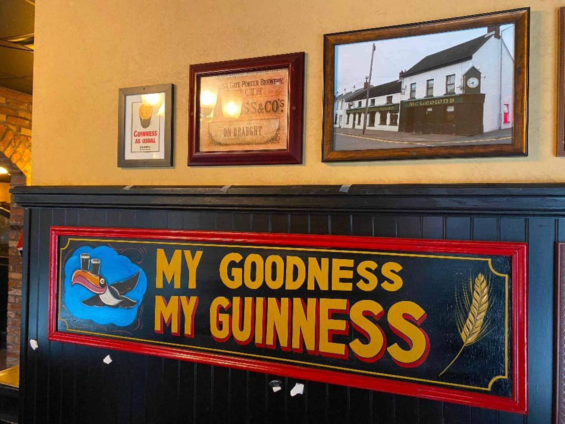 LOT OF (7) FRAMED MEMORABILIA PHOTOS & (2) WOODEN GUINNESS PLAQUES - NOTE REQUIRES REMOVAL FROM WALL - Image 5 of 5