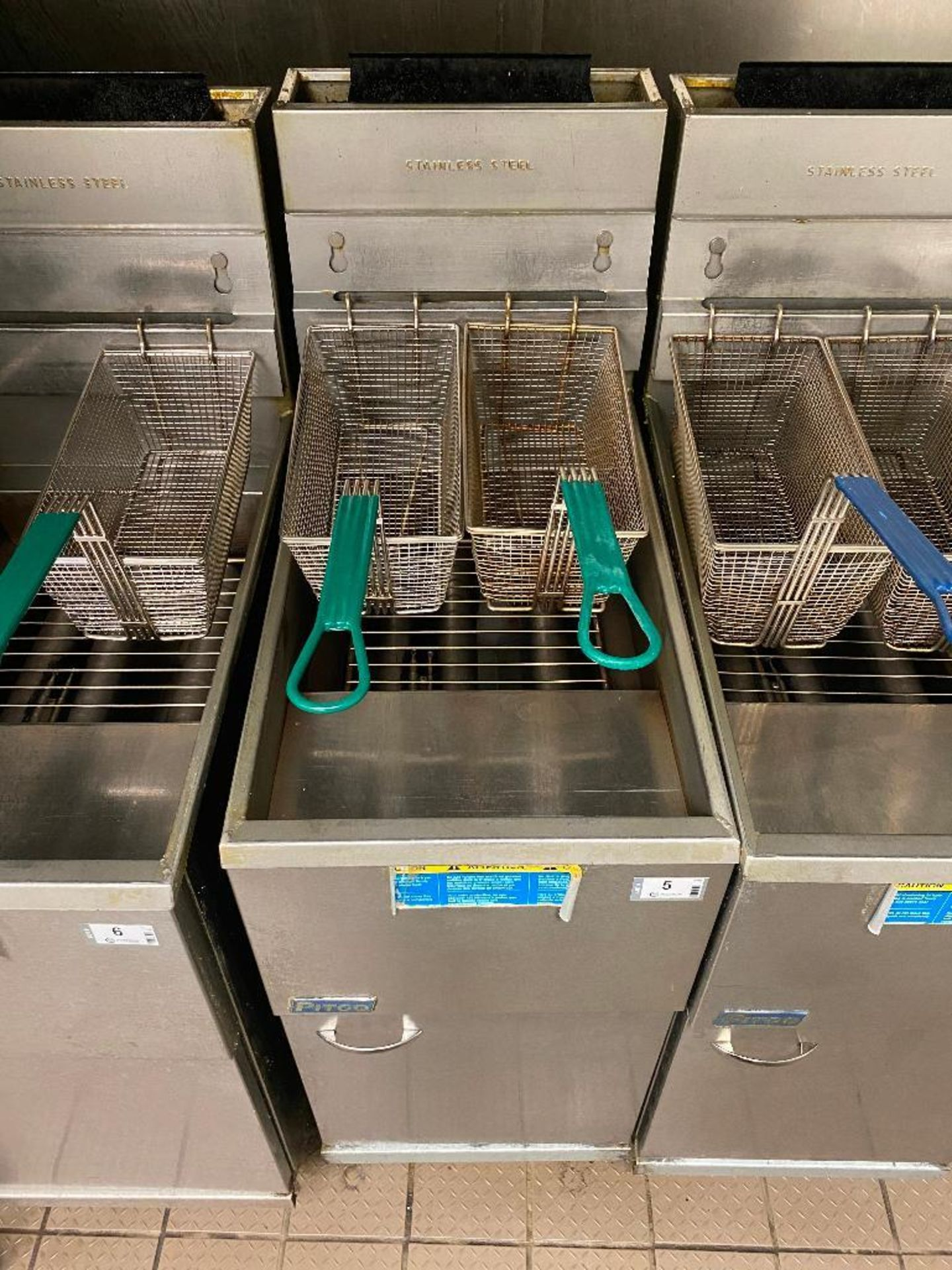 PITCO 40C+ FLOOR TUBE FIRED NATURAL GAS FRYER - NOTE: REQUIRES DISCONNECT,PLEASE INSPECT - Image 2 of 4