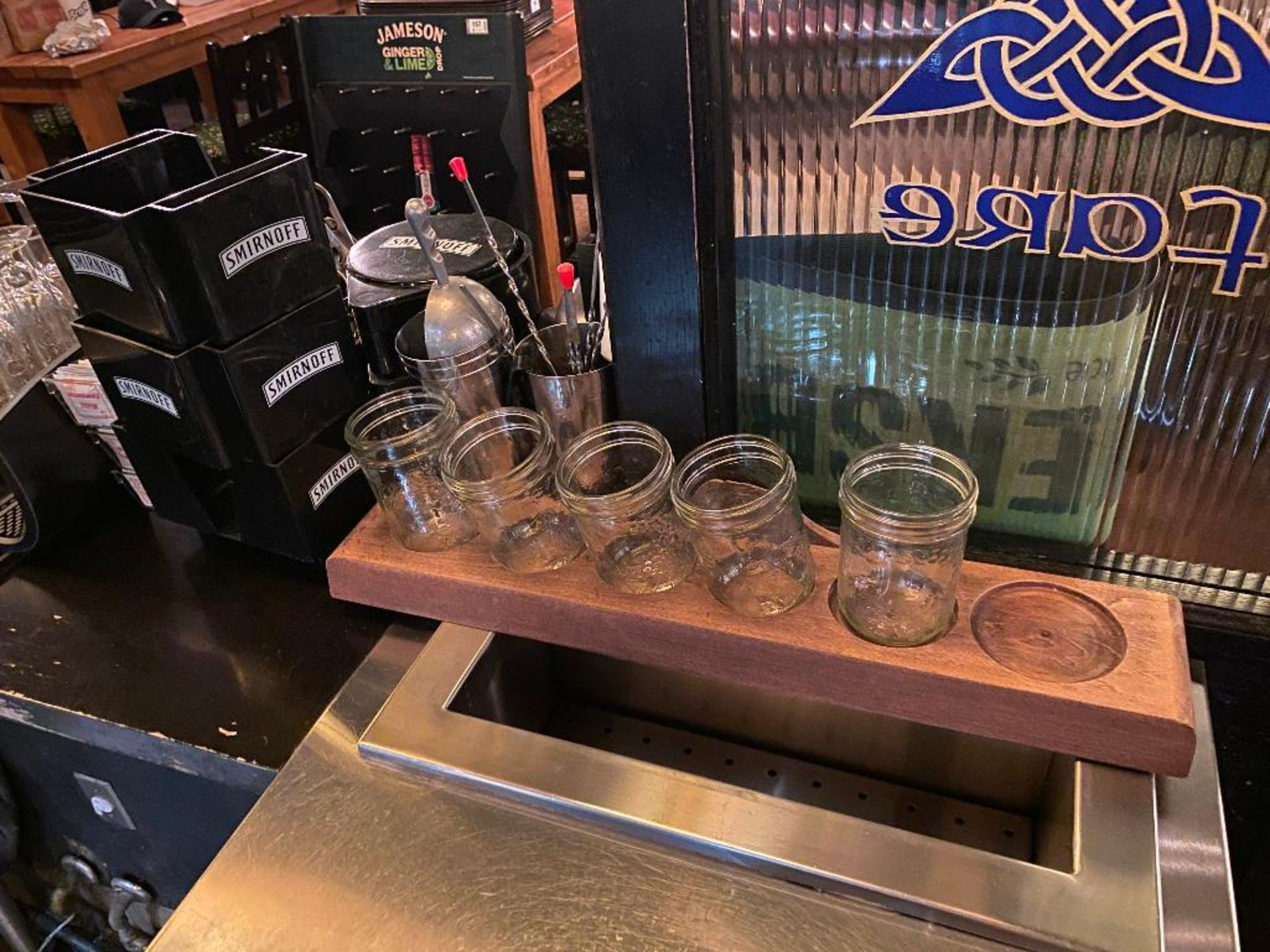 LOT OF ASSORTED BAR ITEMS INCLUDING: SMIRNOFF BAR CADDY, GLASS RIMMER & MORE - Image 3 of 3