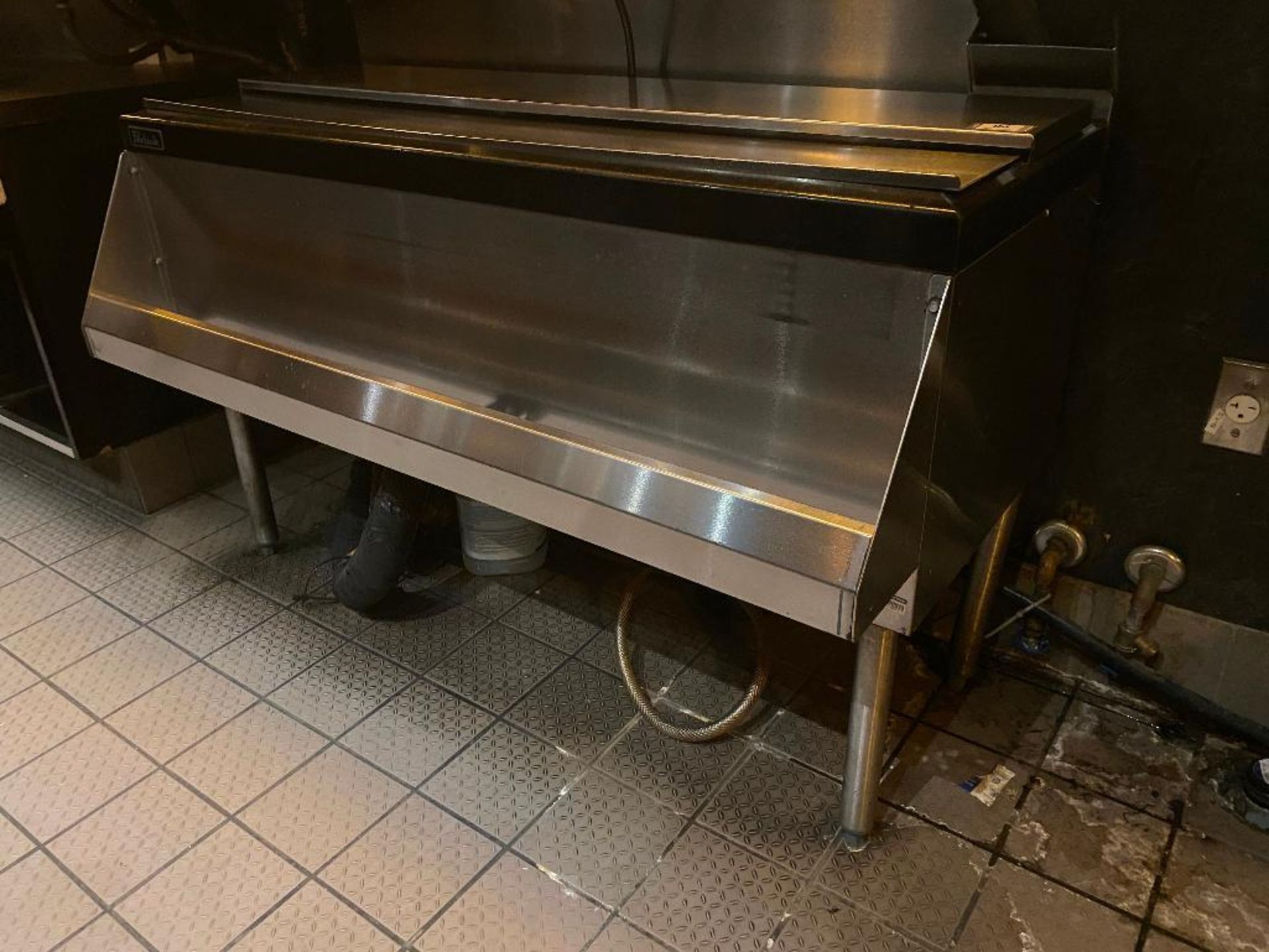 PERLICK STAINLESS STEEL ICE BIN WITH SINGLE SPEED RAIL - NOTE: REQUIRES DISCONNECT, PLEASE INSPECT