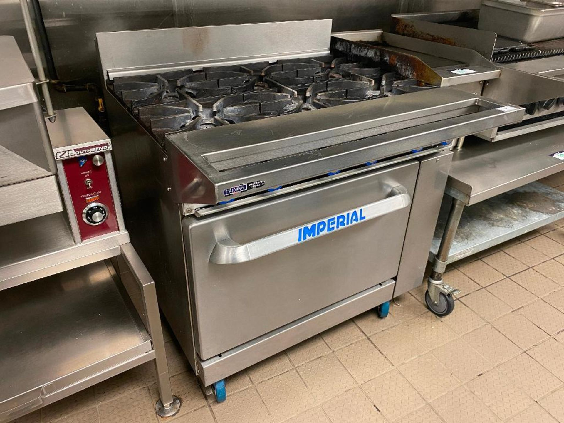 IMPERIAL 6 BURNER RANGE - NOTE: REQUIRES DISCONNECT, PLEASE INSPECT - Image 2 of 5