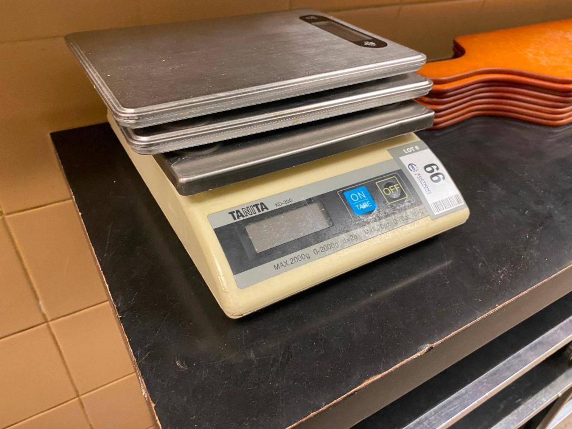 LOT OF (3) ASSORTED KITCHEN SCALES INCLUDING (1) TANITA KD-200