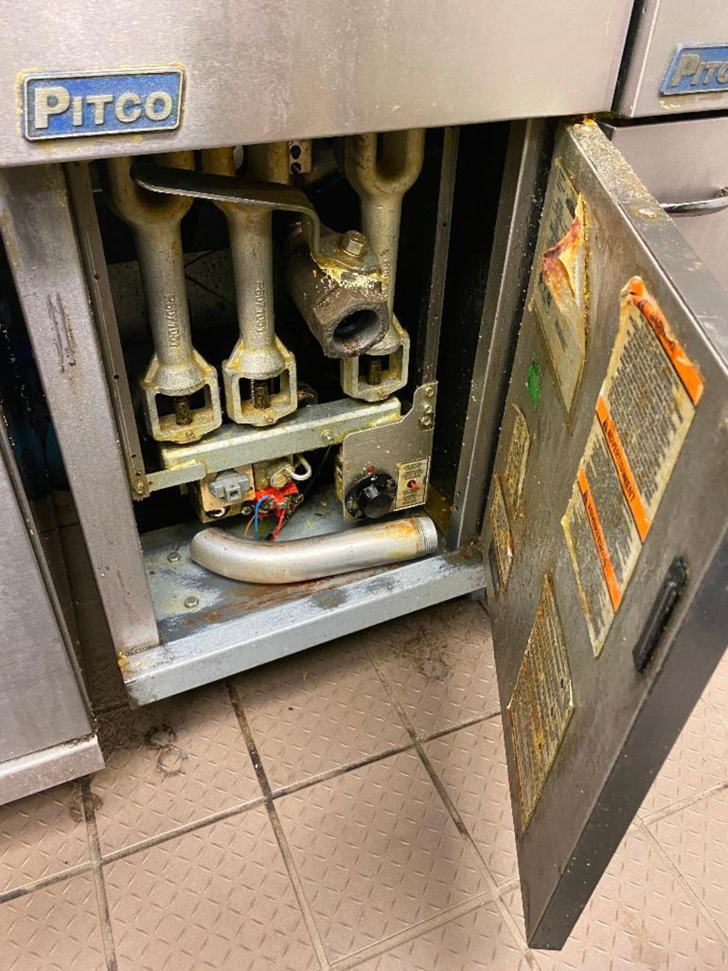 PITCO 40C+ FLOOR TUBE FIRED NATURAL GAS FRYER - NOTE: REQUIRES DISCONNECT,PLEASE INSPECT - Image 3 of 4