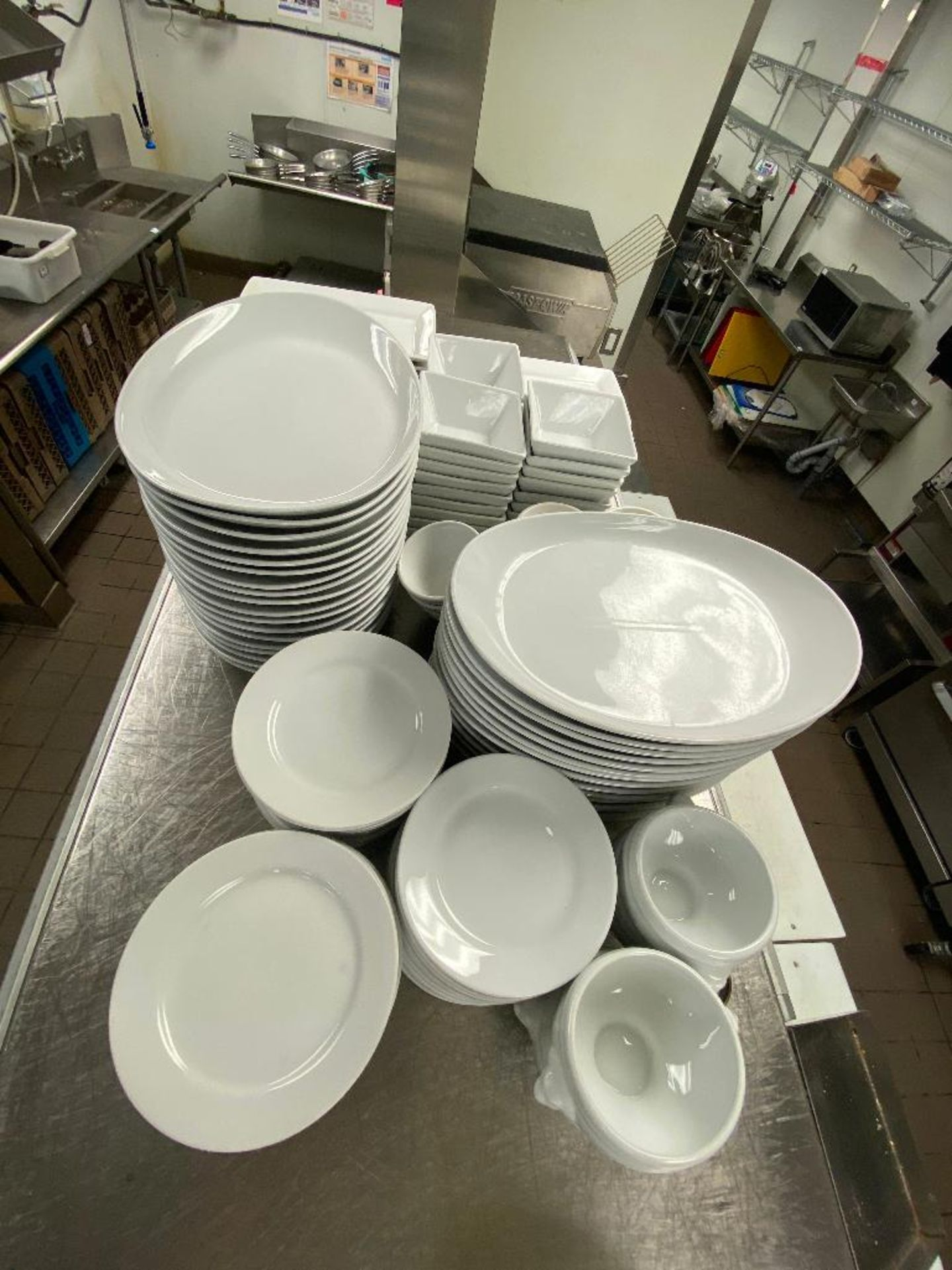 LOT OF ASSORTED DINNERWARE INCLUDING: PLATES, BOWLS, SOUP BOWLS - Image 2 of 3