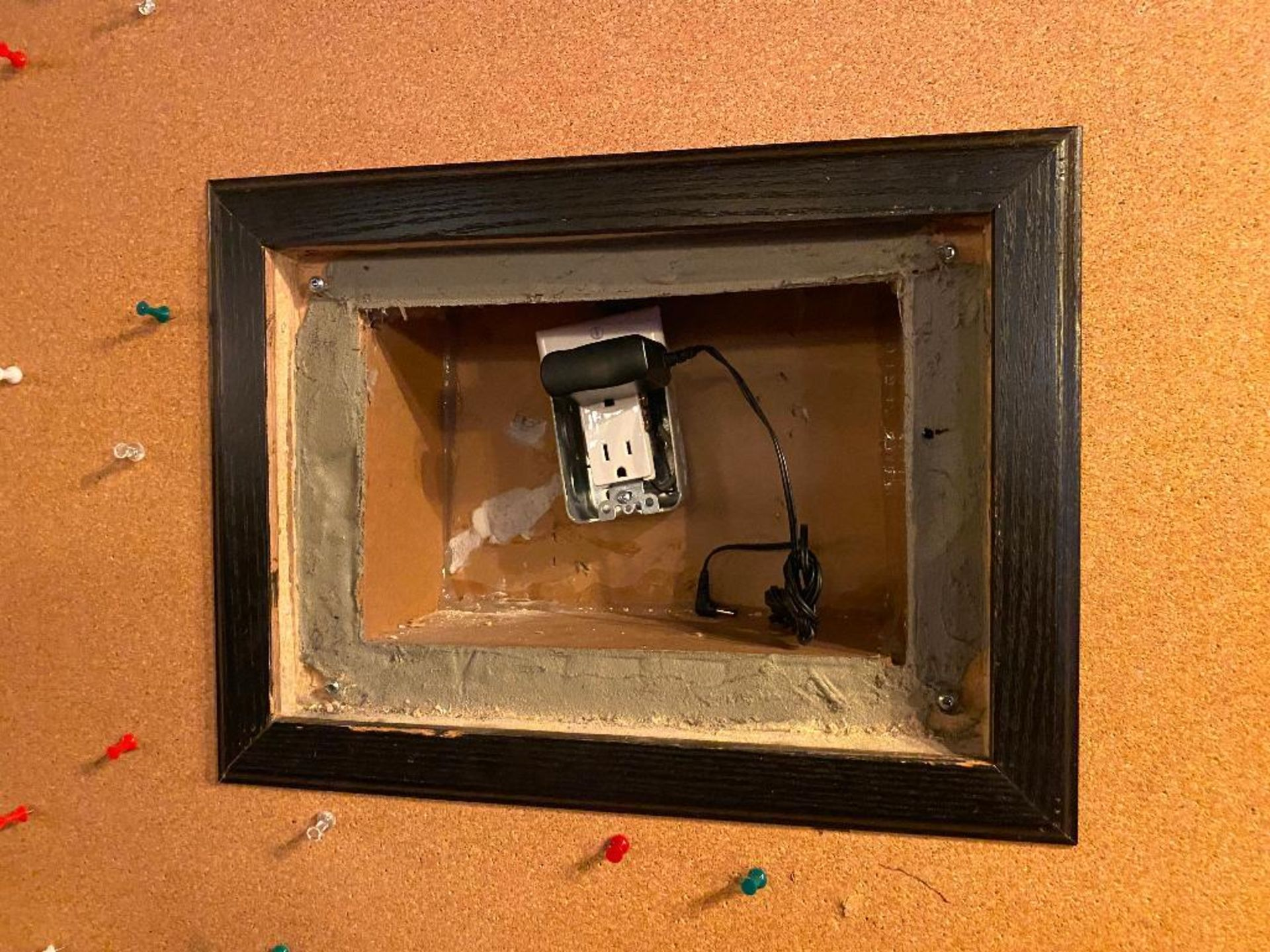 REASONS TO CELEBRATE BOARD WITH DIGITAL PHOTO FRAME - NOTE: REQUIRES REMOVAL FROM WALL, PLEASE INSPE - Image 2 of 3