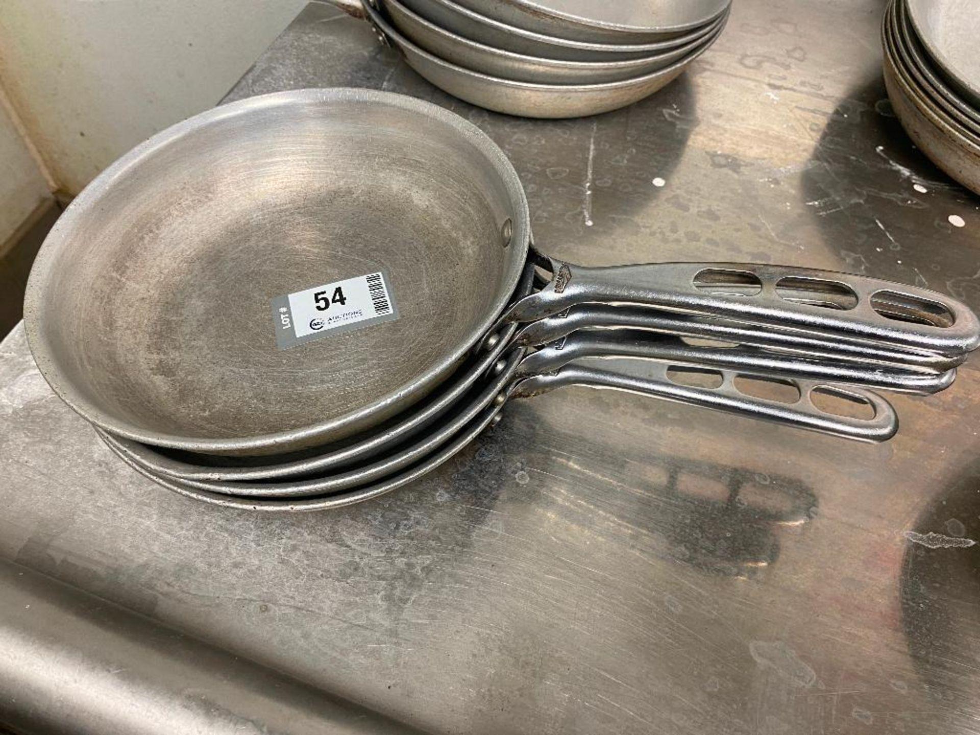 "LOT OF (4) VOLLRATH 8"" FRYING PANS"