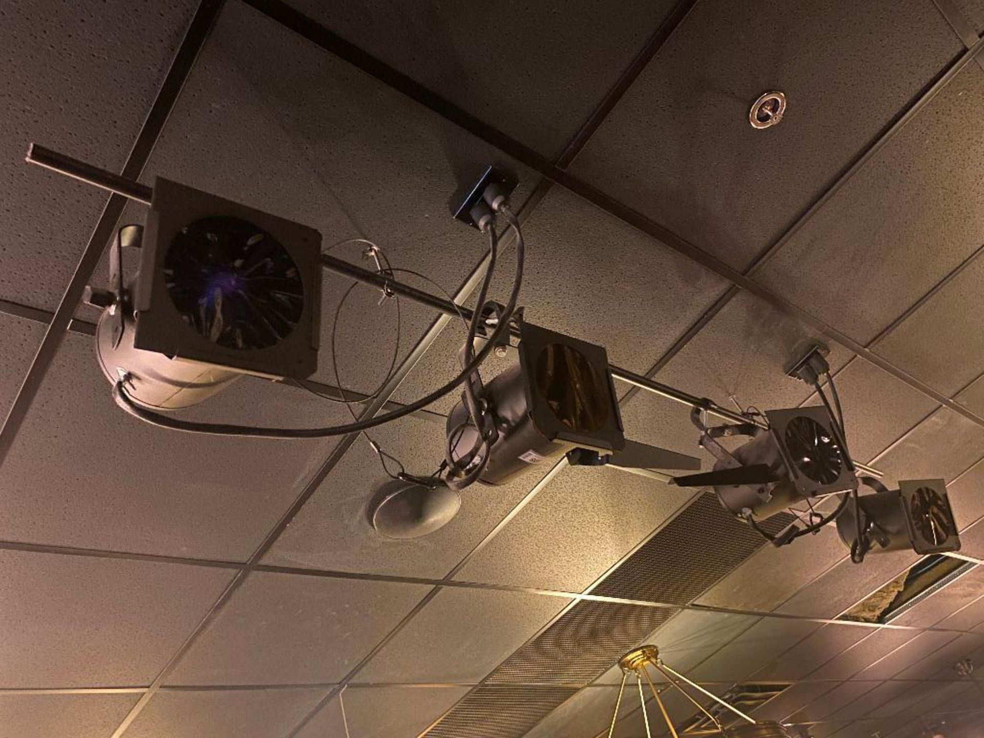 LOT OF (4) STAGE LIGHTS - NOTE: REQUIRES REMOVAL FROM CEILING - Image 2 of 3