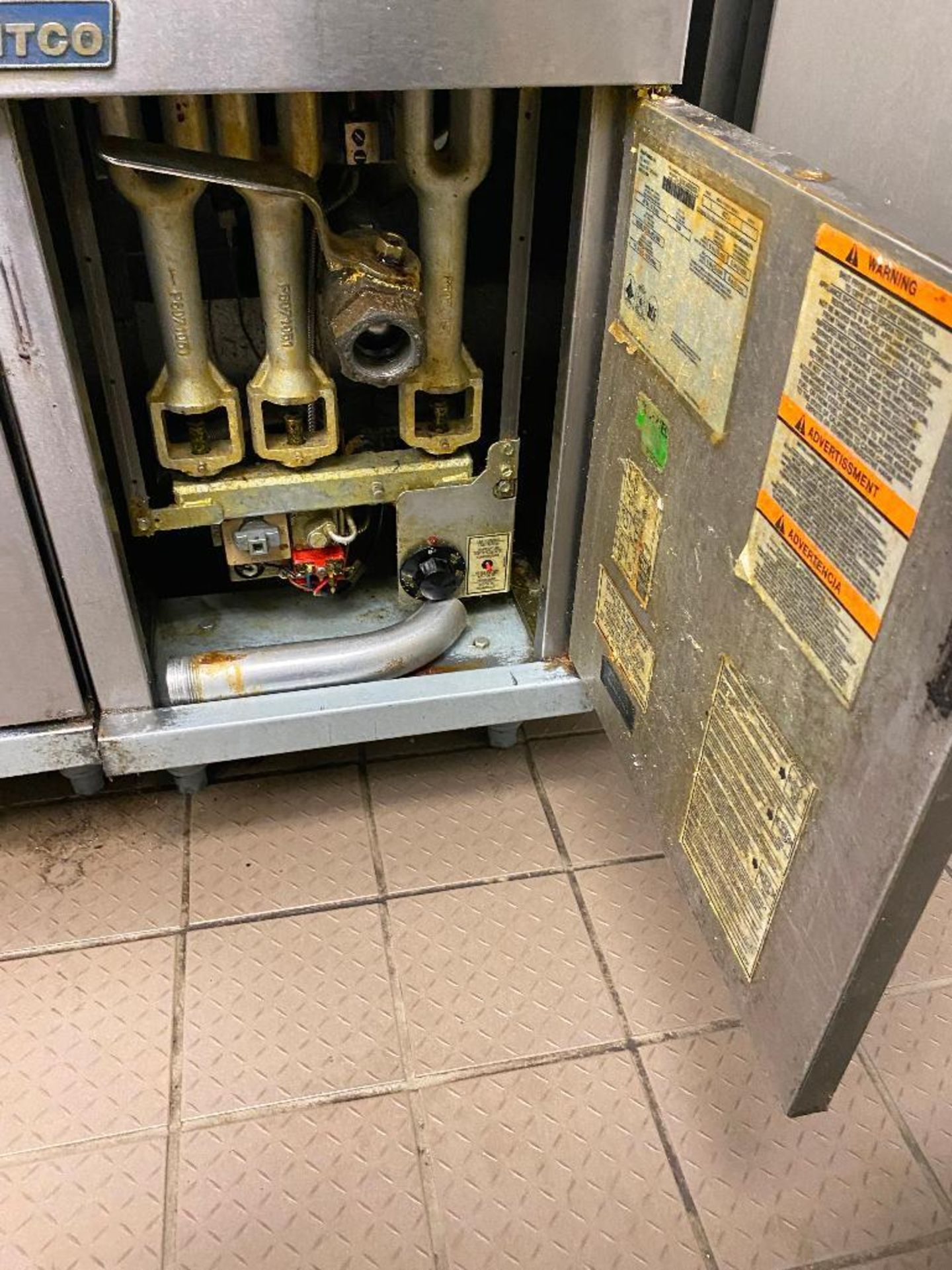 PITCO 40C+ FLOOR TUBE FIRED NATURAL GAS FRYER - NOTE: REQUIRES DISCONNECT, PLEASE INSPECT - Image 3 of 4