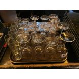 TRAY OF ASSORTED GLASSES INCLUDING: WINE GLASSES