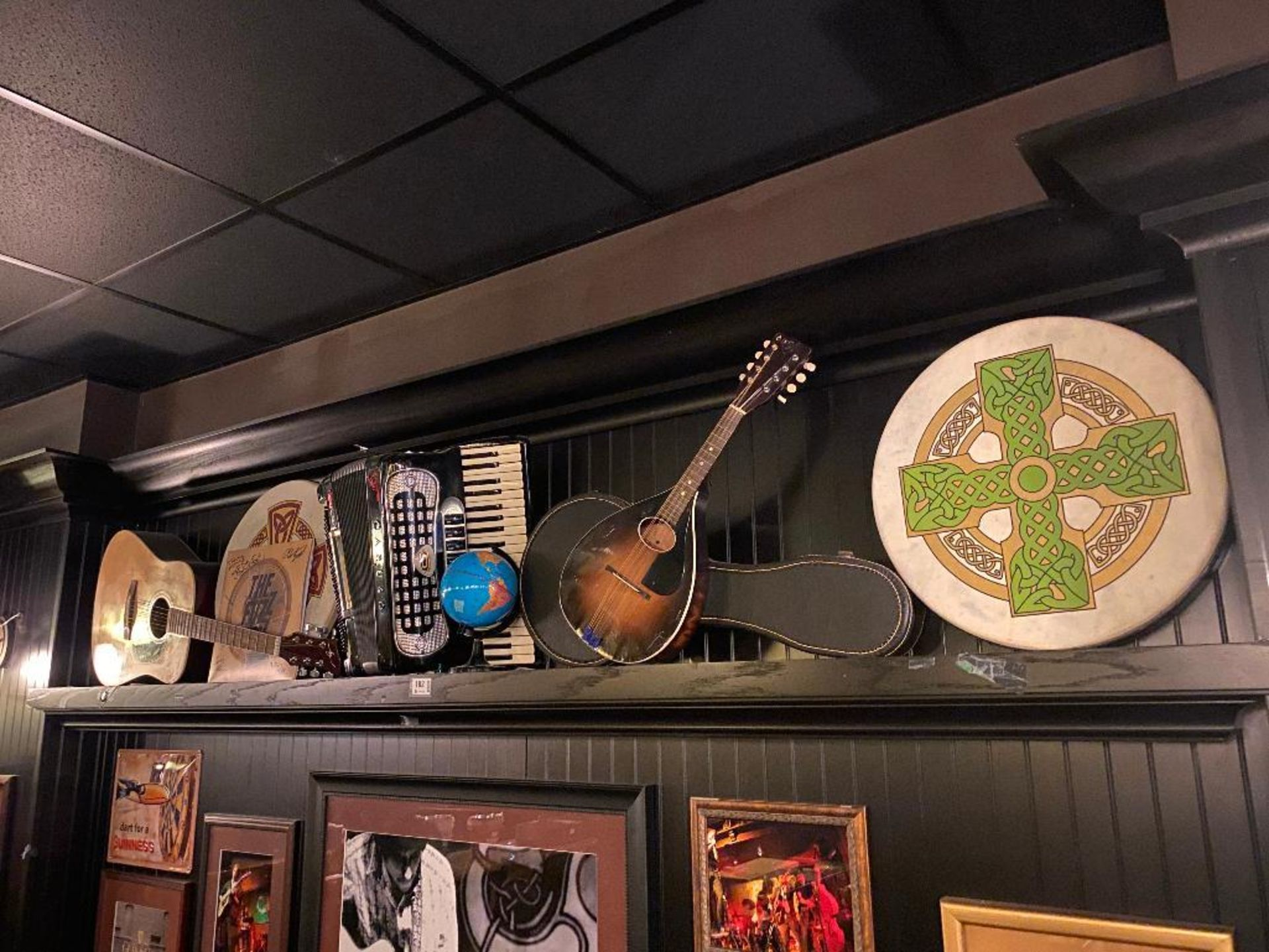 WOODEN WALL SHELF WITH ASSORTED MUSICAL INSTRUMENTS - NOTE: REQUIRES REMOVAL FROM WALL, PLEASE INSPE - Image 2 of 5