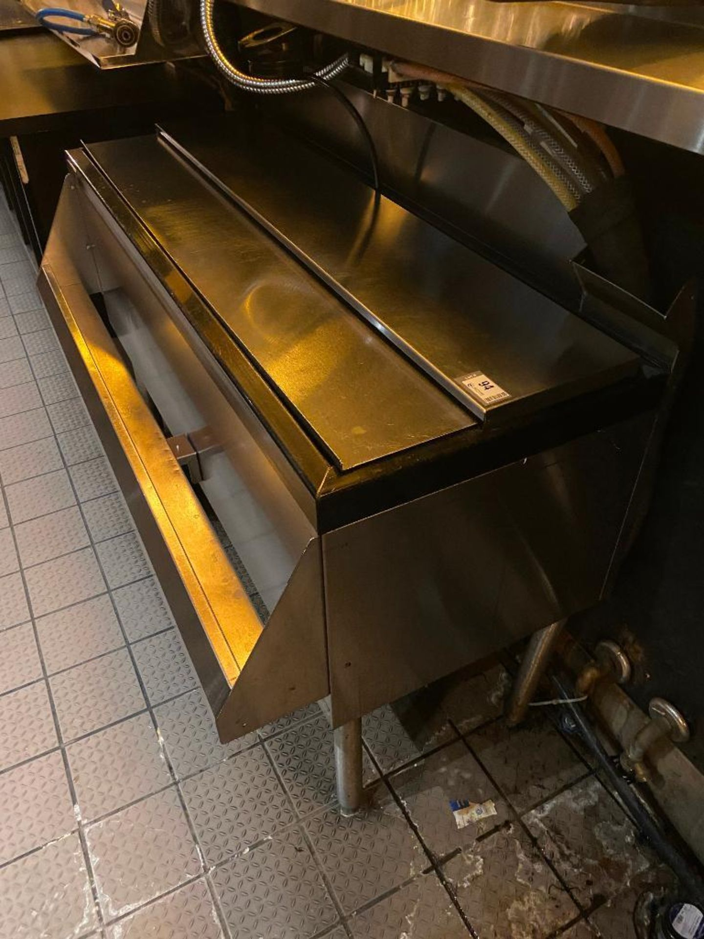 PERLICK STAINLESS STEEL ICE BIN WITH SINGLE SPEED RAIL - NOTE: REQUIRES DISCONNECT, PLEASE INSPECT - Image 4 of 5