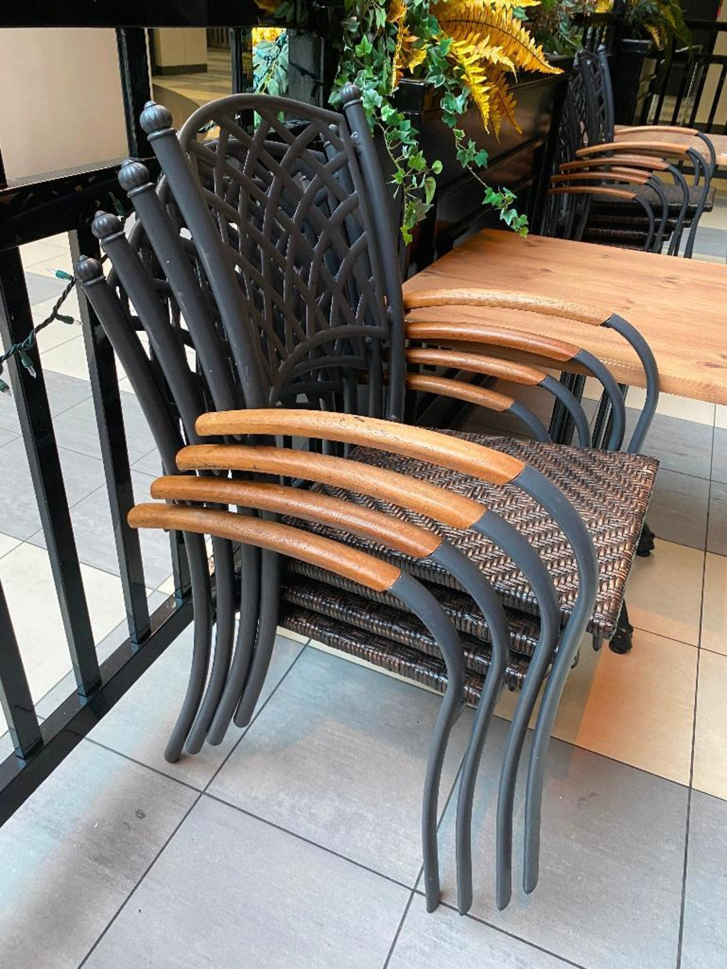 """TOPALIT 31"""" X 31"""" PATIO TABLE WITH 4 CHAIRS - Image 3 of 4"""