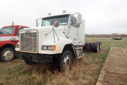 1999 Freightliner Med. Conventional T/A Truck Chassis, VIN 2FUY3MDB1XAA14528. NOTE: NOT OPERATIONAL.