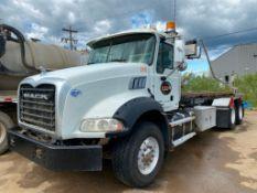 2015 Mack GU533 Roll-Off Bin Truck VIN #: 1M2AX33C4FM010390