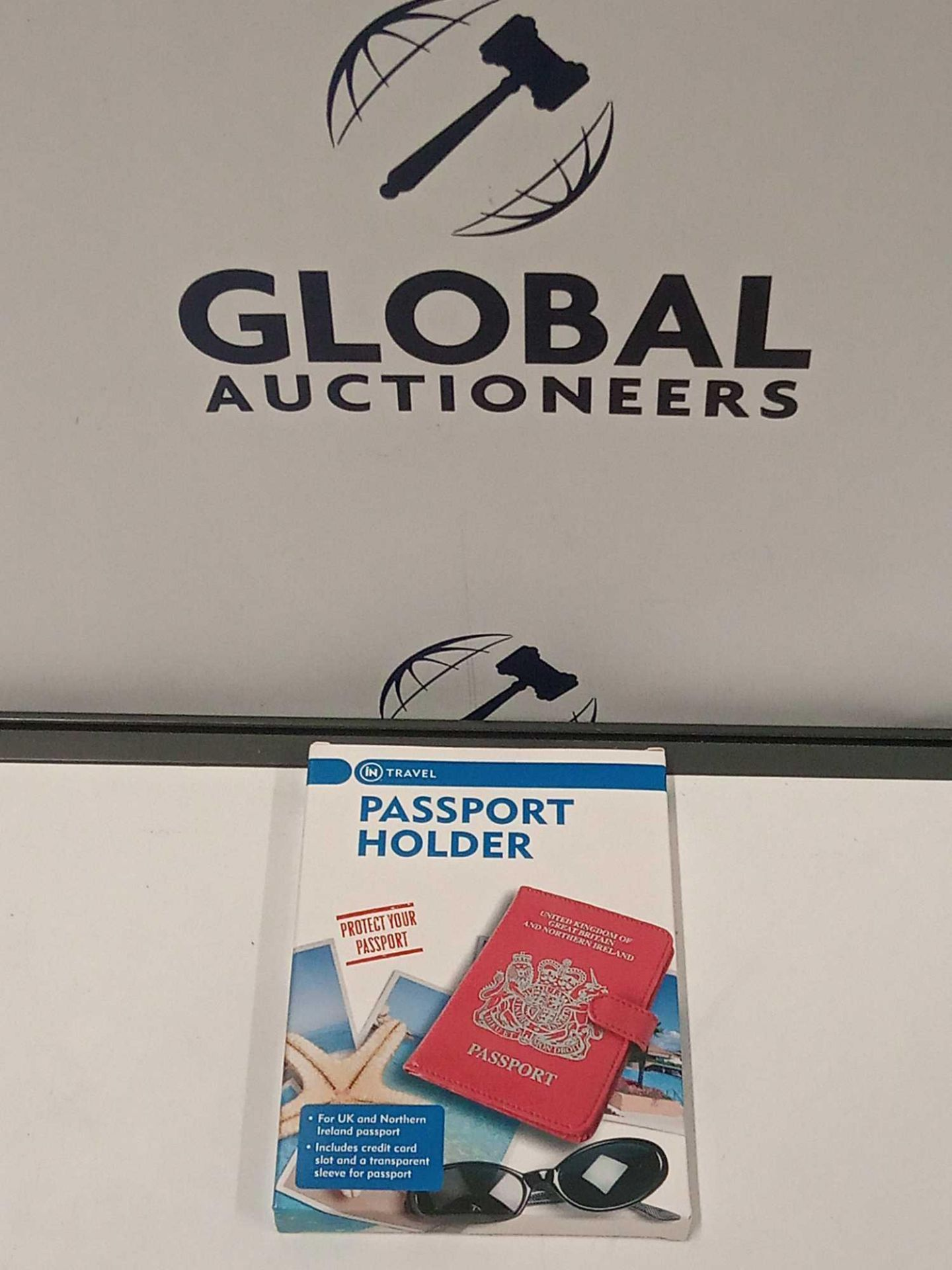 RRP £270 Lot To Contain 89 Brand New Boxed Passport Holders (35 Pink) (54 Black)