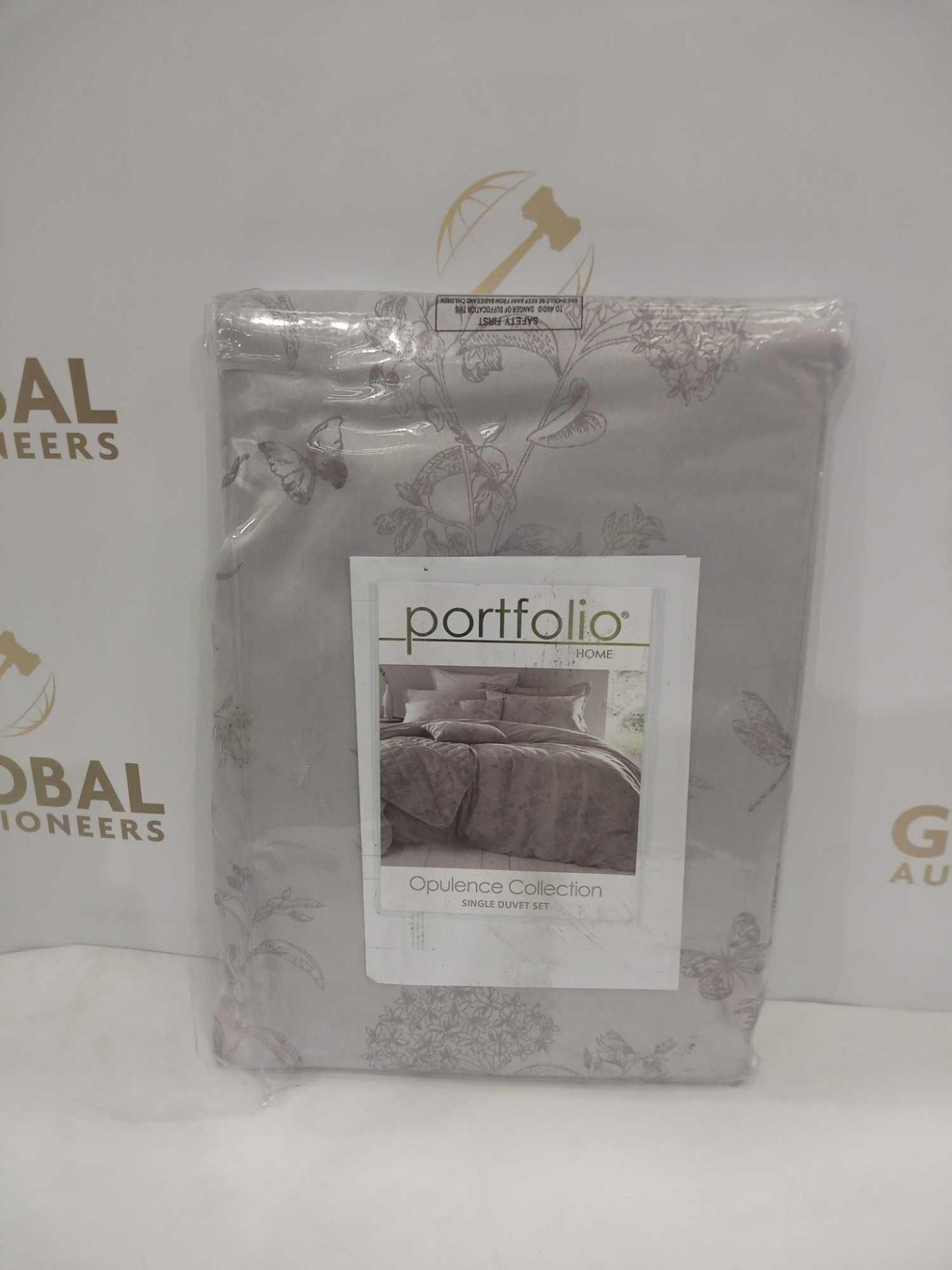 Combined RRP £200 Lot To Contain Two Bagged Assorted Curtains & Assorted Duvets - Image 4 of 4