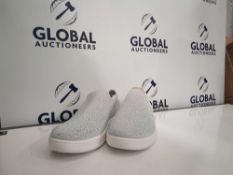 Combined RRP £120 Lot To Contain Unboxed Sketchers Ultra Go Slip On Shoes In Navy/White Size 5 And B