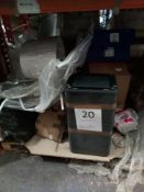 Combined RRP £600 Pallet To Contain Lampshades, Bins, Bath stands
