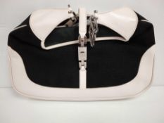 RRP £1150 Gucci Jackie White/Black Canvas Shoulder Bag (Aao5030) Grade Ab (Appraisals Available Upon