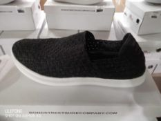 RRP £200 Lot To Contain 5 Boxed Brand New Pairs Of Bond Street Shoe Slip On Stretch Fit Shoes In Bla