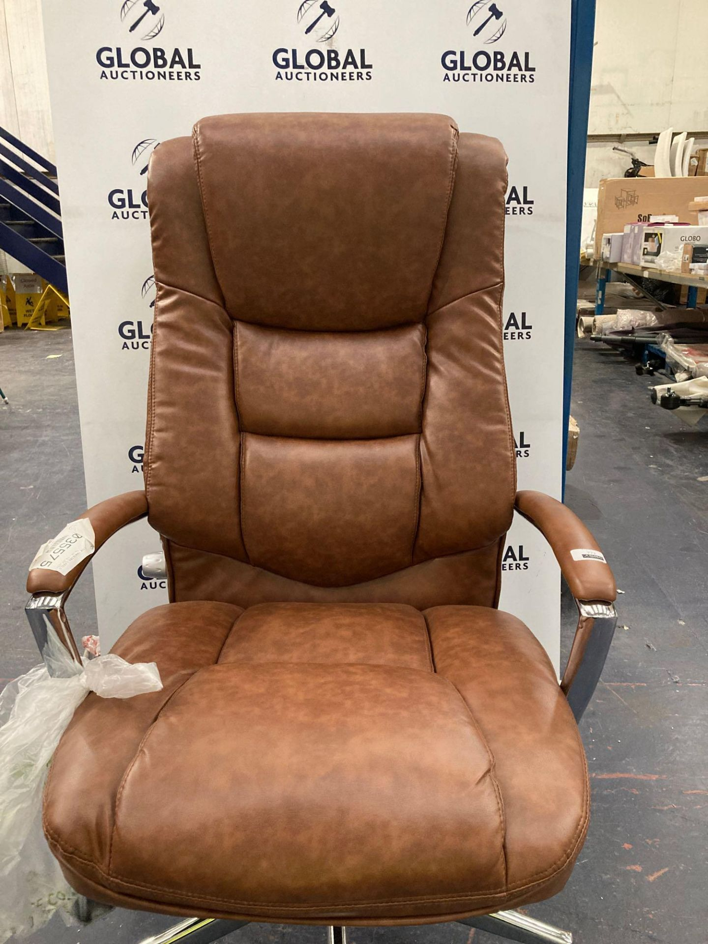 RRP £350 Unboxed John Lewis And Partners Morgan Executive Leather 360 Gas Lift Swivel Office Chair W - Image 2 of 2