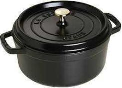 RRP £160 Boxed Staub Cast Iron Casserole Dish With Lid 41548 (Appraisals Available On Request) (