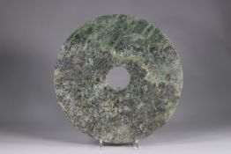 Disc, BI, in green-spinach jade, with some yellow-gold veins, zigzagging on both sides