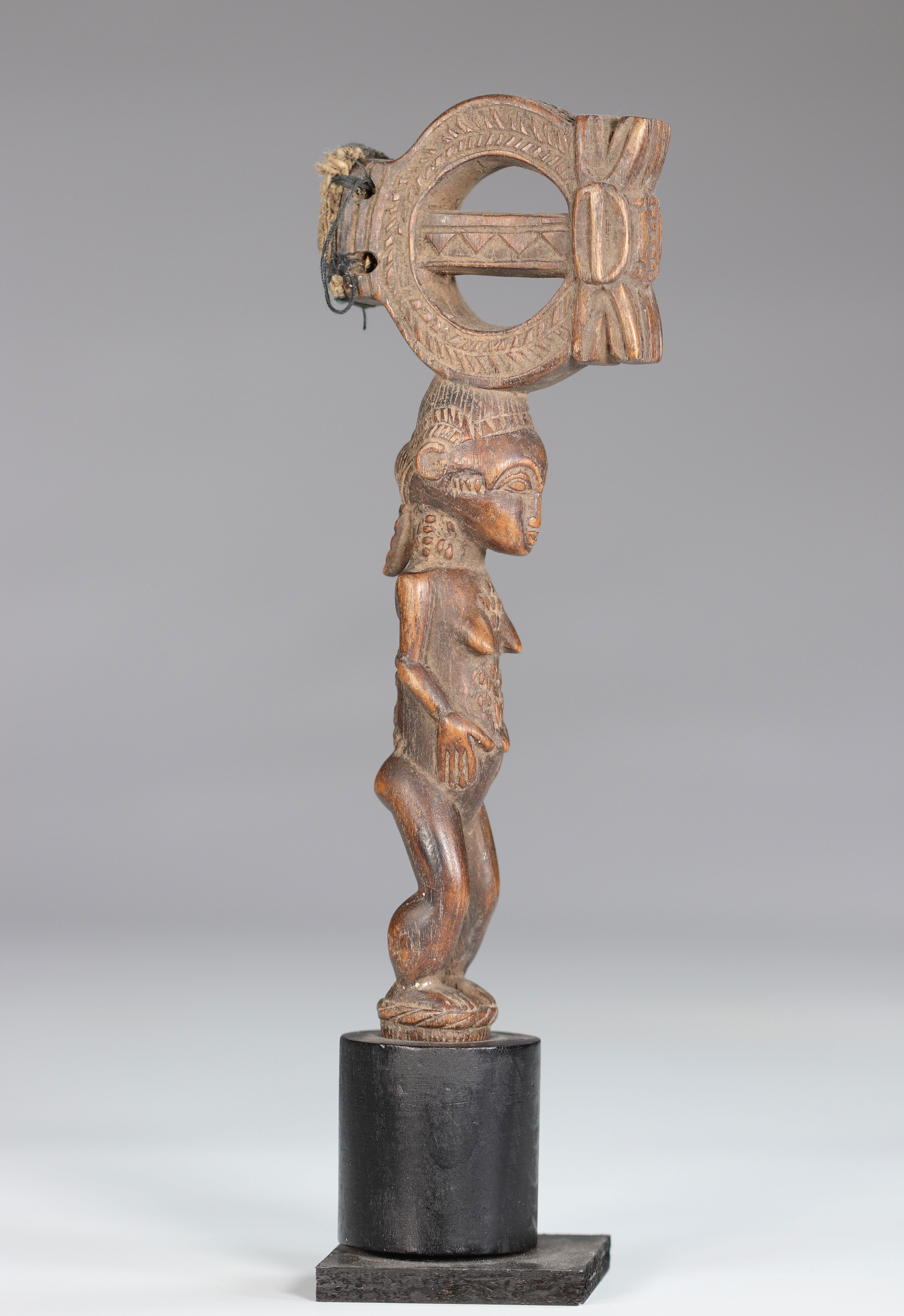 Baoule wooden hammer carved of a female character - Image 3 of 6